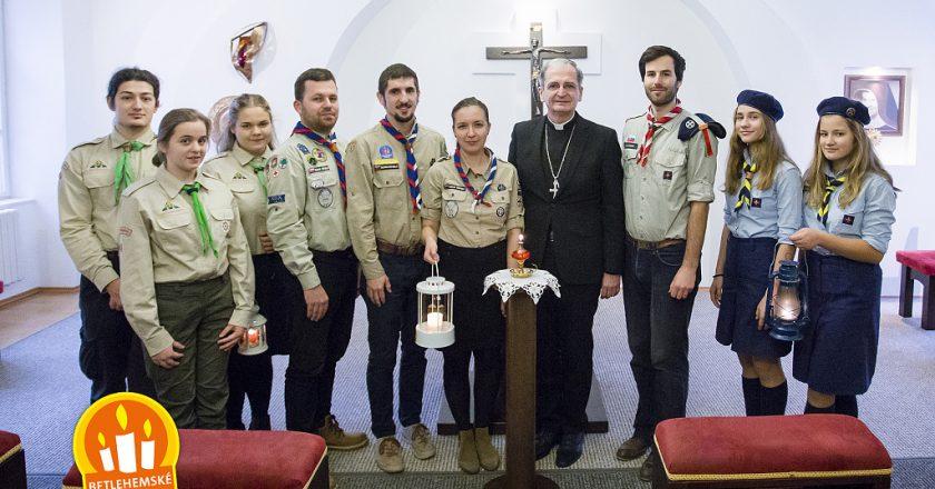 Betlehemské svetlo prijal bratislavský arcibiskup Mons. Stanislav Zvolenský
